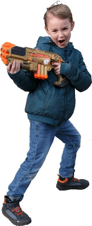 Jongen met een phoenix lasergeweer